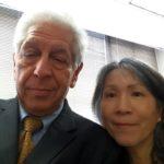 Képünkön Barát Tamás a new York-i Amerikai-Magyar Kereskedelmi Kamara elnöke és Man-Li Lin, az SBA gazdasági fejlődéssel, a nemzetközi kereskedelemmel foglalkozó specialistája, projektmenedzsere.