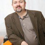 A találkozón Z. Karvalics László egyetemi tanár az információs társadalom elméleti és gyakorlati oldaláról, illetve az okos városokról beszélt a hallgatóságnak.