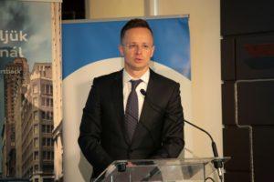 """""""Az elmúlt négy évben a magyar export mértéke évről-évre rekordokat döntött. Tavaly a kivitel értéke meghaladta a 100 milliárd eurót"""" – emelte ki nyitó előadásában Szijjártó Péter külgazdasági és külügyminiszter."""