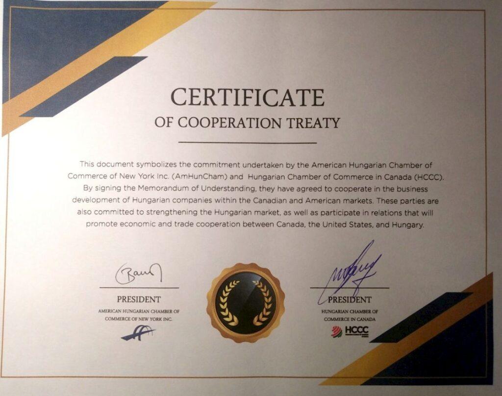 a New Yorkban működő Amerikai Magyar Kereskedelmi Kamara és a Torontóban tevékenykedő Kanadai Magyar Kereskedelmi Kamara elnökei által aláirt Együttműködési Megállapodást igazoló okmány.